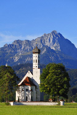 IBXMAN01657467 Church of St. Coloman or Colomanskirche, Schwangau, in front of the Tannheimer Mountains, Ostallgaeu, Allgaeu, Schwaben, Bavaria, Germany