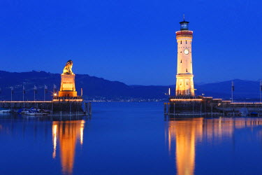 IBXMAN02129802 Harbour with lighthouse and Bavarian lion at dusk, Lindau on Lake Constance, Swabia, Bavaria, Germany