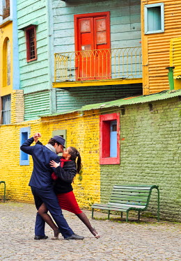 ARG2126AW Argentina, Buenos Aires, La Boca, Couple dancing tango on Caminito Street. MR