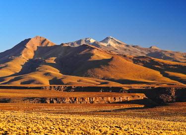 BOL8506AW Bolivia, Potosi Departmant, Sur Lipez Province, Eduardo Avaroa Andean Fauna National Reserve, View towards Volcano Uturuncu at sunset.