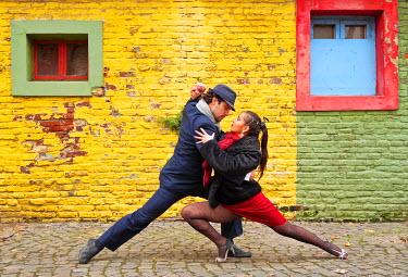 ARG2131AW Argentina, Buenos Aires, La Boca, Couple dancing tango on Caminito Street. MR