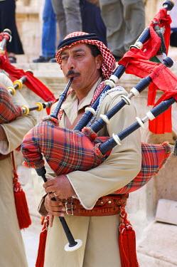 HMS0197893 Jordan, Jerash Governorate, Jerash, traditional military music with bagpipes