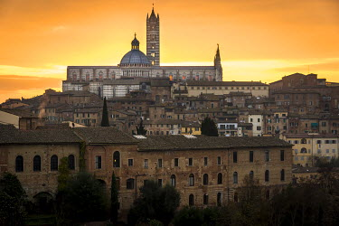 ITA9035AW Europe, Italy, Tuscany. The cathedral of Siena at sunrise