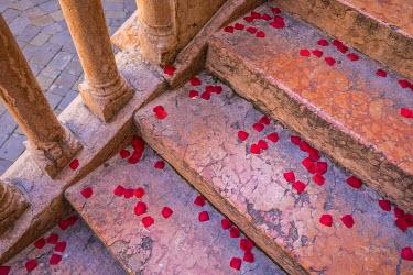 IT06682 Confetti on steps leading to the Torre di Lamberti, Verona, Veneto, Italy