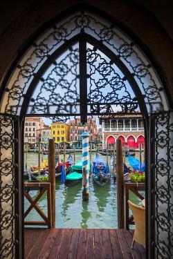 IT02551 Mercati di Rialto (Rialto market) & Grand Canal, Venice, Italy