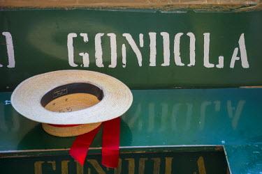 IT02815 Gondolier's straw hat, Venice, Veneto, Italy