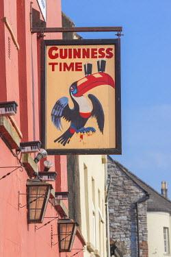IE02515 Ireland, County Kilkenny, Kilkenny City, Guinness pub sign