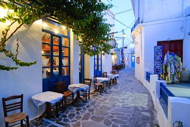 IBXGZS00897690 Alleyway in Plaka, Milos, Cyclades, Greece