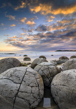 IBXGZS02316950 Moeraki Boulders, geological feature, round rock balls, Coastal Otago, Moeraki, South Island, New Zealand, Oceania