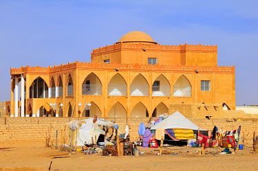IBXGIV04137526 Nomad tent in front of a villa, Atar, Adrar Province, Mauritania, Africa