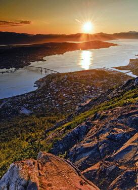 IBXGZS00632381 Midnight sun at Troemso, Troms, Northern Norway, Norway, Scandinavia