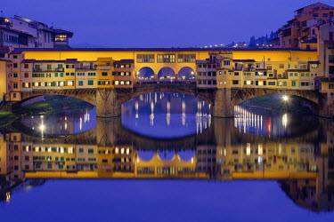 IBXMRA04284879 Ponte Vecchio over the Arno with symmetrical reflection in water, Blue Hour, Florence, Tuscany, Italy