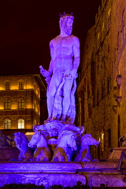 IBXMRA04284965 Neptune Fountain in the Piazza della Signoria at night, behind historic buildings, Florence, Tuscany, Italy