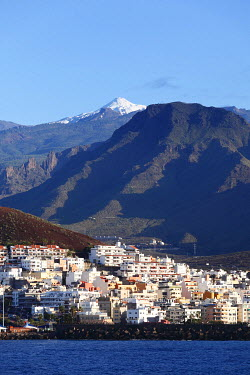 IBXMAN01791247 Los Cristianos and the snow-capped Mount Teide, Tenerife, Canary Islands, Spain