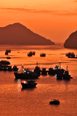 IBXGZS01628674 Harbour of Cat Ba, Halong Bay, Vietnam, Southeast Asia