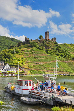 TPX56850 Germany, Rhineland-Palatinate, Moselle, Metternich Castle and Ferry
