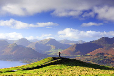 ENG13507AW England, Cumbria, Keswick. A hiker with a view of the Western Fells in autumn. MR.