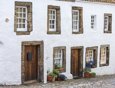 SCO34182AW Scotland, Fife, Culross. Old cottage in the centre of the village.