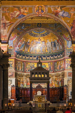 ITA9397AW The 13th-century mosaics in the apse inside the Basilica of Santa Maria in Trastevere, Rome, Lazio, Italy