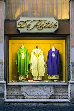 ITA9407AW Window shop at De Ritis, an historical store specialised in ecclesiastical wares, Rome, Lazio, Italy