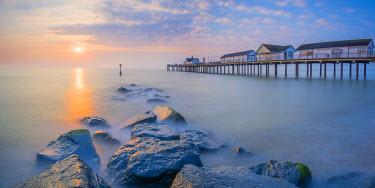 UK07923 UK, England, Suffolk, Southwold, Southwold Pier at dawn