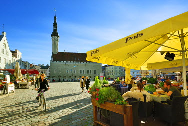 EST1184AW Town Hall Square (Raekoja plats) in the Old Town, a Unesco World Heritage Site. Tallinn, Estonia