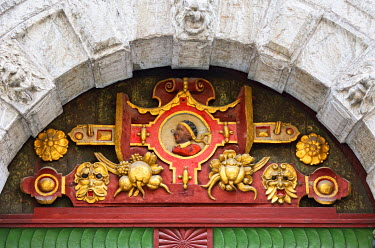 EST1210AW Detail of a door in the Old Town of Tallinn, a Unesco World Heritage Site. Tallinn, Estonia