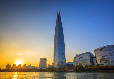 KR029RF Lotte Tower (555m supertall skyscraper, 5th tallest building in the world when completed in 2016), Seoul, South Korea