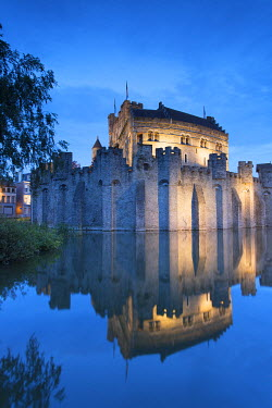 BEL1452AW Gravensteen (Castle of the Counts) at dusk, Ghent, Flanders, Belgium