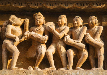 AS10JRA1013 Musicians, erotic sculptures of Khajuraho, Madhya Pradesh, India.