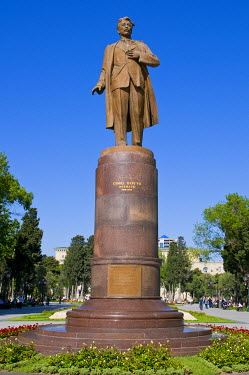 AS49MRU0086 Statue of Nizami, Baku, Azerbaijan