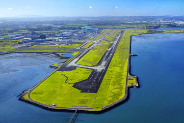 AU02DWA9130 Main runway at Auckland Airport, and Manukau Harbour, Auckland, North Island, New Zealand