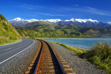AU02DWA9405 Road, railway, and Seaward Kaikoura Ranges, Mangamaunu, near Kaikoura, Marlborough, South Island, New Zealand