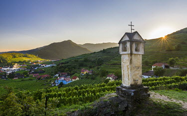 EU03MZW0743 Wayside shrine near old town gate Rote Tor in the village Spitz, in the vineyards of the Wachau. The Wachau is a famous vineyard and listed as Wachau Cultural Landscape as UNESCO World Heritage. Austr...