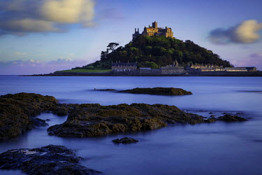 EU30BJN0027 Twilight over Saint Michael's Mount, Marazion, Cornwall, England, UK