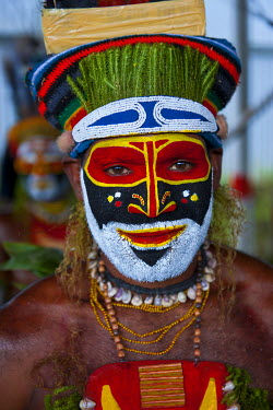 OC12MRU0040 Colorful dress and face painted local tribes celebrating the traditional Sing Sing in Enga in the Highlands of Papua New Guinea, Melanesia