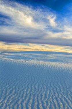 US32BJY0187 USA, New Mexico, White Sands National Monument. Desert sand landscape.
