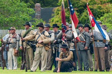 US34MDE0016 Confederate soldiers at the Thunder on the Roanoke Civil War reenactment in Plymouth, North Carolina, USA.