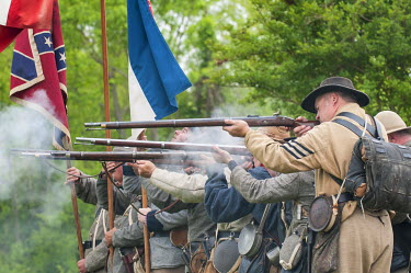 US34MDE0022 Confederate soldiers at the Thunder on the Roanoke Civil War reenactment in Plymouth, North Carolina, USA.