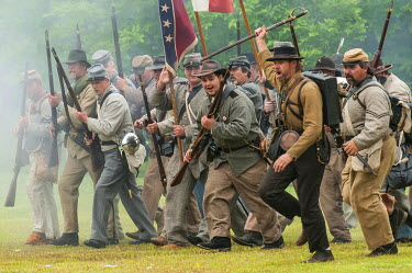US34MDE0028 Confederate soldiers at the Thunder on the Roanoke Civil War reenactment in Plymouth, North Carolina, USA.