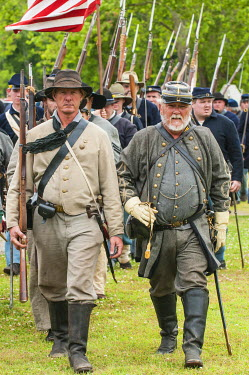 US34MDE0037 Confederate soldiers at the Thunder on the Roanoke Civil War reenactment in Plymouth, North Carolina, USA.