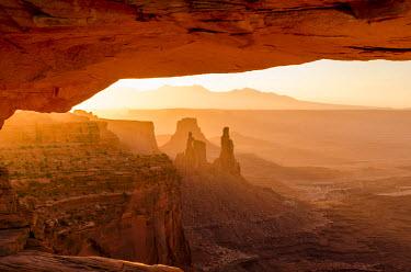 US45MDE0213 Mesa Arch, Canyonlands National Park, Utah, USA.