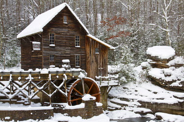 US49RDY0012 Glade Creek Grist Mill in winter, Babcock State Park, West Virginia