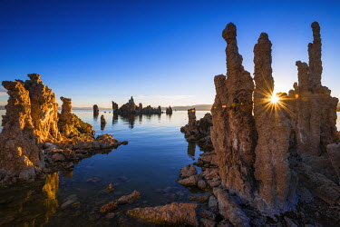 US05RBS0216 Sunrise at the south shore of Mono Lake, Mono Basin National Scenic Area, California, Usa
