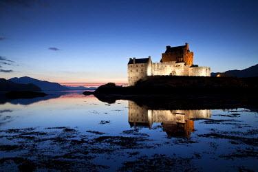 SCO34402AW Eilean Donan Castle at Twilight, Dornie, Highland Region, Scotland