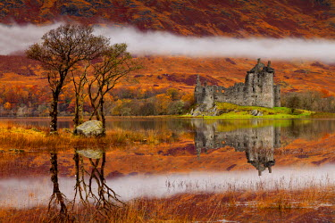 SCO34445AW Mist over Kilchurne Castle on Loch Awe, Strathclyde Region, Scotland