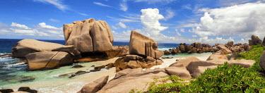 SEY1041AW Anse Marron Beach, La Digue, Seychelles
