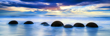 NZ9158AW Moeraki Boulders at Sunrise, Otago Coast, New Zealand
