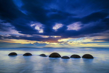 NZ9159AW Moeraki Boulders at Sunrise, Otago Coast, New Zealand