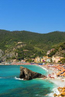 ITA9624AW Busy beach in summer, Monterosso al Mare, Cinque Terre, Liguria, Italy